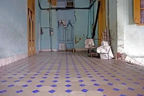 A pesar de conservar elementos originales estos solares no fueron restaurados. Interior Palacio de las Ursulinas. Foto cortesía YAR