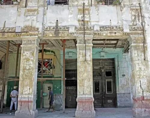 Bajos del antiguo hotel Perla de Cuba. Foto P. Chang (1)