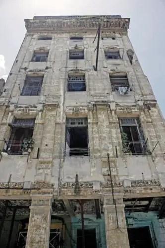 Hotel Perla de Cuba, actualmente una cuartería. Foto P. Chang