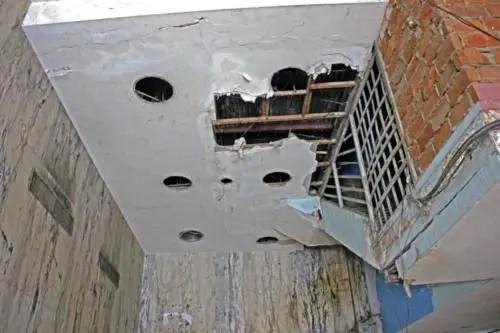 Interior del antiguo hotel Bristol, hoy una cuartería de La Habana. Foto cortesía YAR