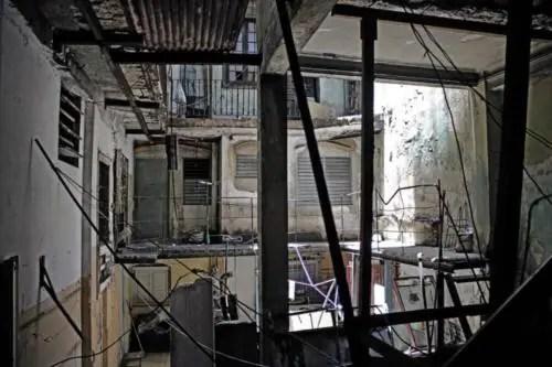 Interior del antiguo hotel Perla de Cuba. Foto P. Chang