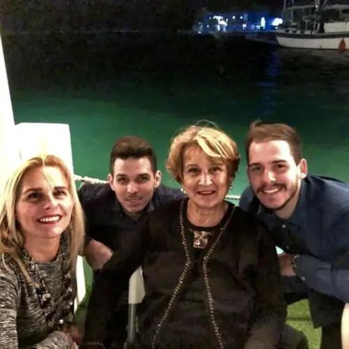Dos de los nietos de Raúl, en La Marina, en diciembre de 2019