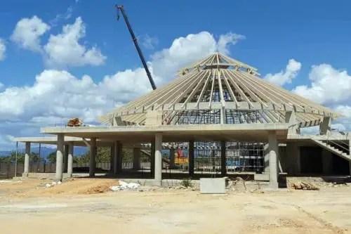 Los materiales usados en la construccion del hotel, incluida la madera fueron importados de Italia. Febrero de 2021. Foto de AEI Trinidad