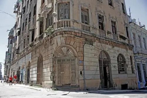 Ruinas del antiguo hotel Astor. Foto P. Chang