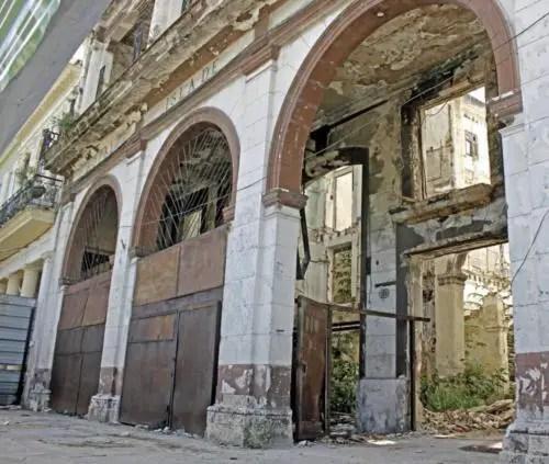 Ruinas del hotel Isla de Cuba en la calle Monte. Foto cortesía YAR
