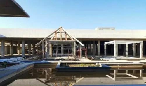 Ya en octubre de 2020, en medio de la pandemia, estaban montadas las estructuras de madera de las piscinas (Foto: AEI Trinidad)