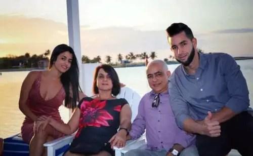 La familia de Perla Rosales, hija de Ulises Rosales del Toro. A la derecha Ricardo Rosales, el usuario Rickyyy728 de Trust Investing. Foto de Facebook