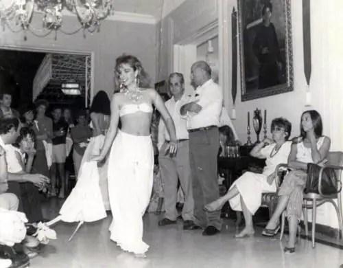 Patricia N├║├▒ez modelando en una fiesta familiar. Foto tomada de internet