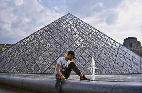 Raúl Rosales en París. Foto de Facebook