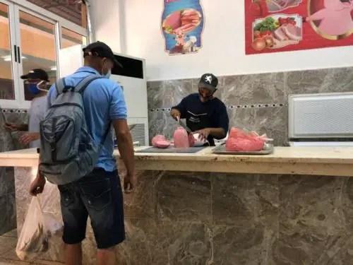Venta de jamonada en la pescadería de Egido, Habana Vieja. Foto del autor