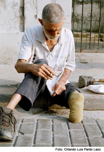 Image Anciano En La Calle3.jpg