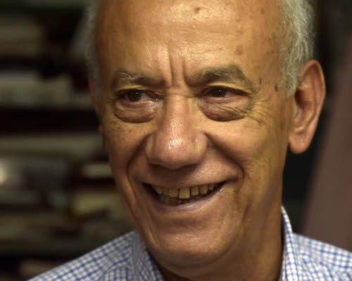 """Fernando Martínez Heredia recibió la Distinción """"Félix Elmuza"""", que otorga la UPEC. El eminente intelectual, Premio Nacional de Ciencias Sociales, intervino en nombre de las personalidades que recibieron el reconocimiento en la Casa del Alba, este 9 de marzo de 2017. Foto: CMLK"""
