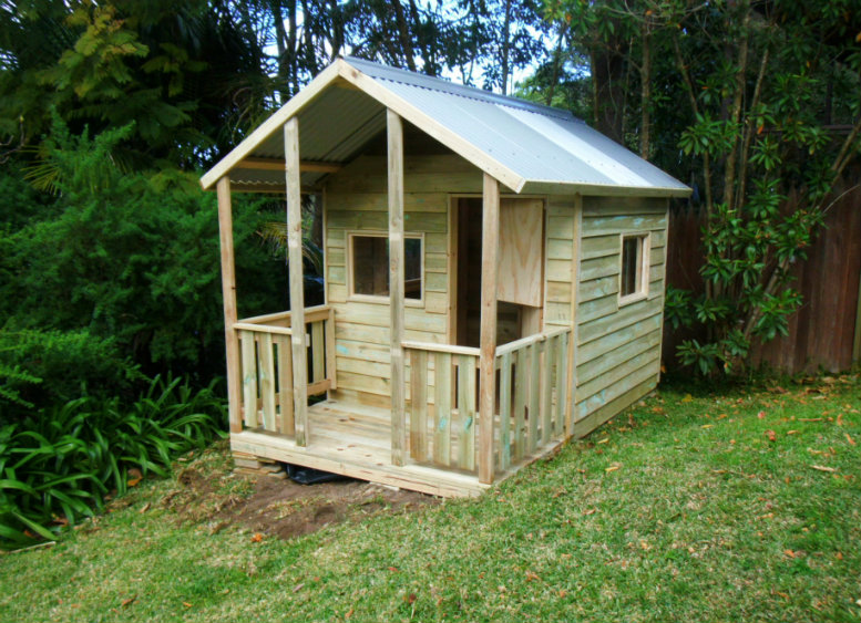cubby house 2.8m x 1.8m with deck, with side rails, x2 perspex windows, barn door $1460