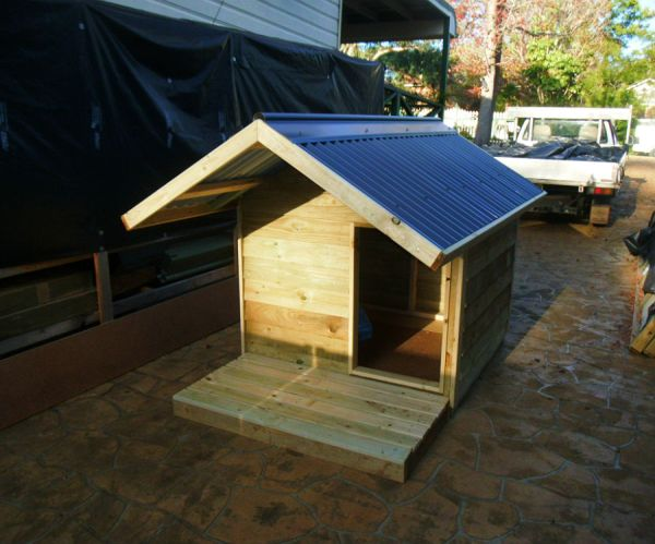 extra small kennel, gable roof, timber deck $580 with accessories