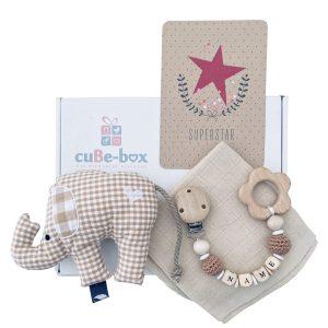 baby geschenk neutral elefantenrassel beige karo