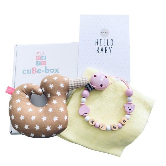 cuBe-box-Babygeschenke-babybox-nuscheli-gelb-nuggikette