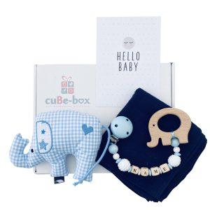 baby geschenk jungen elefantenrassel hellblau karo