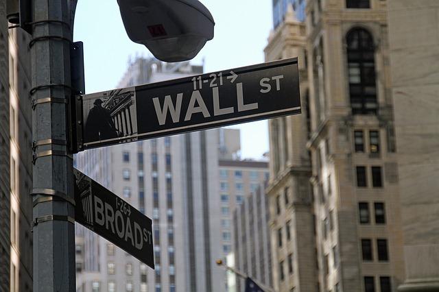 三菱UFJ国際投信、業界最低コストのインデックス投資「eMAXIS Slim」を発売。