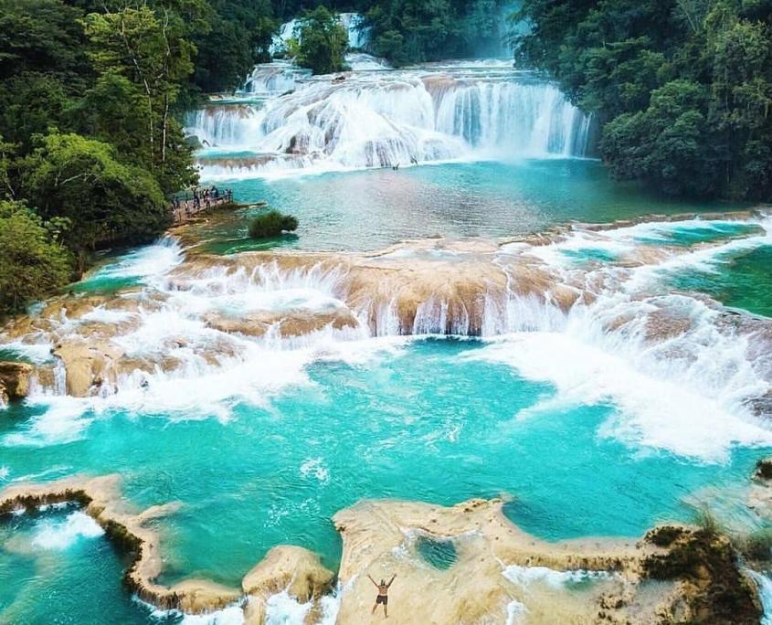 Cascada de agua azul atractivos naturales de Mexico