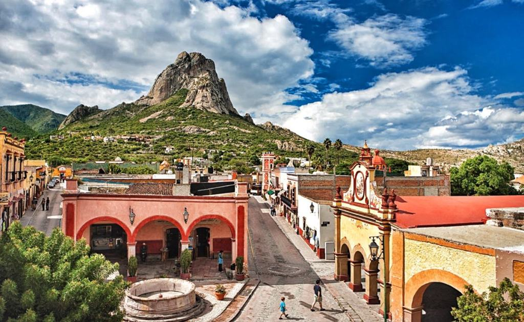 bernal - principales centros turisticos de mexico