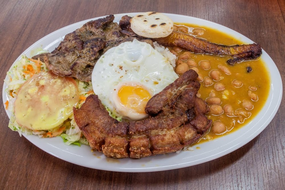 Bandeja Paisa colombia comida