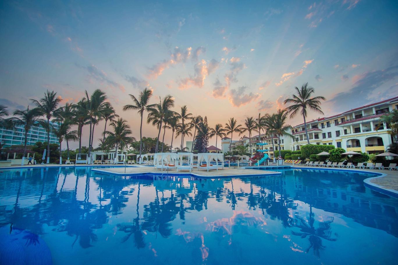 Hotel Melia Puerto Vallarta Day Pass