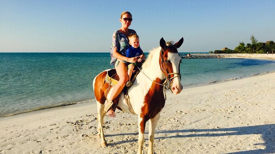 actividad en holbox - paseo a caballo