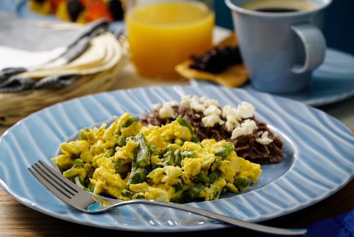 Nopales con huevo platillos tipicos de hidalgo