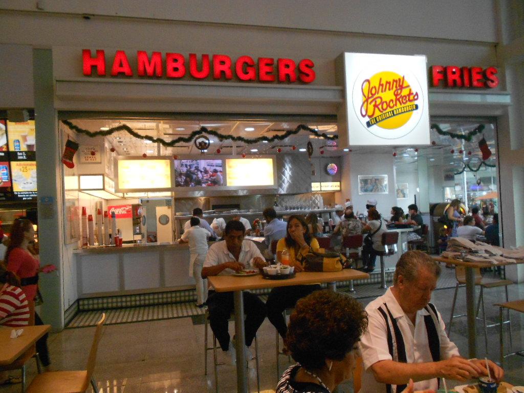 plaza las americas lugar para comer en cancun