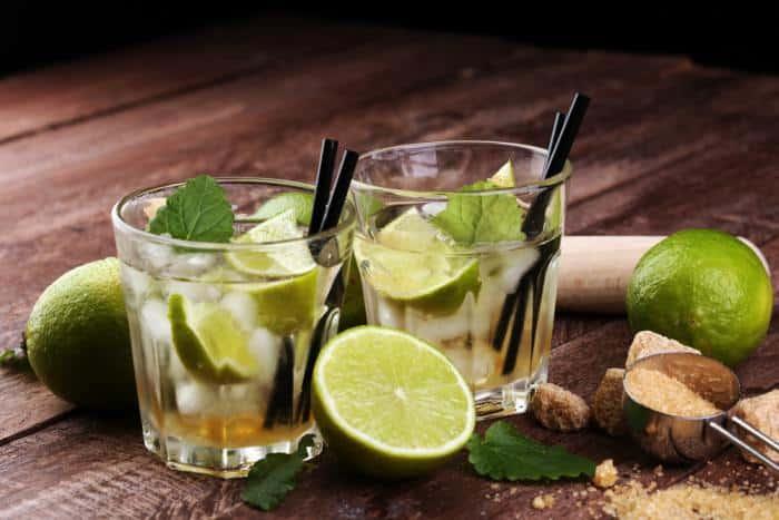 Caipirinha bebida tradicional alcoolica de brasil