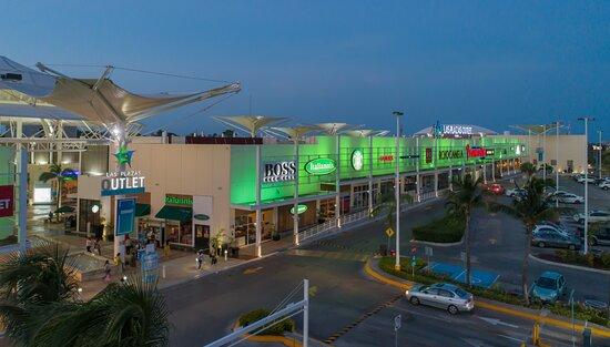 tienda nike plazas outlet cancun