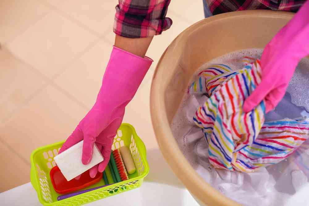 Como quitar el olor a humedad de la ropa