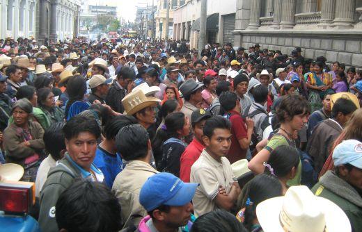 Manifestantes ante el Congreso de la República, 14 de enero 2009