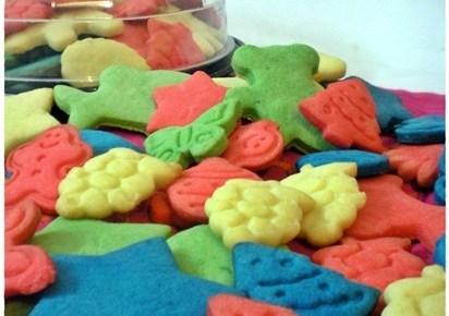 Biscotti di pasta frolla colorati ricetta dolci