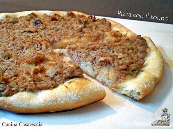 Pizza con il tonno