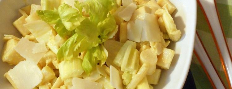 Insalatina con cuori di palma sedano e parmigiano