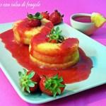 Ananas con salsa di fragole