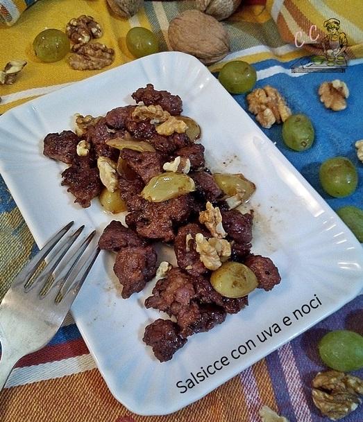 Salsicce con uva e noci