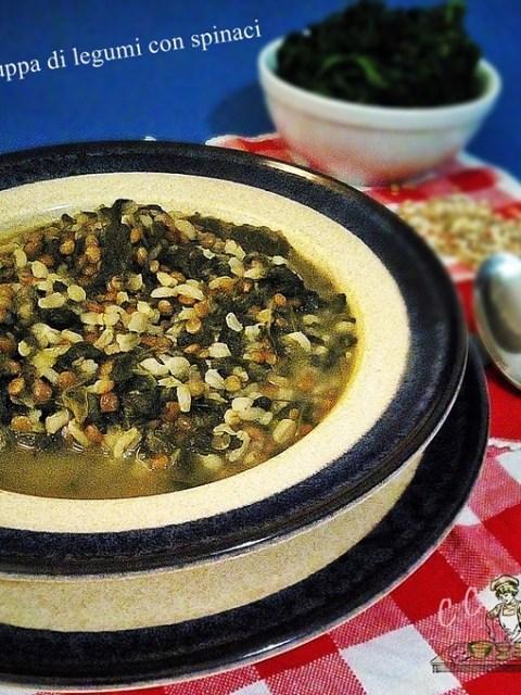 Zuppa di legumi con spinaci