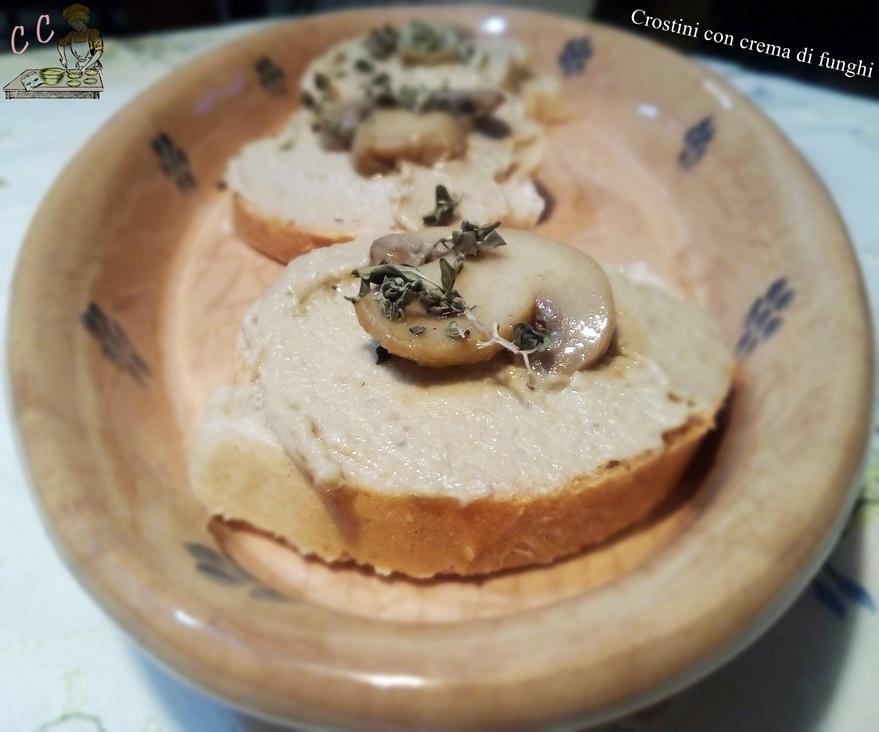 Crostini con crema di funghi