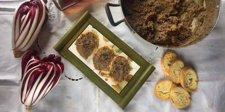 Crostini neri toscani con radicchio di Treviso