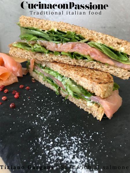 sandwich al salmone affumicato con pepe rosa Sandwich al salmone affumicato con pepe rosa Sandwich al salmone affumicato con pepe rosa