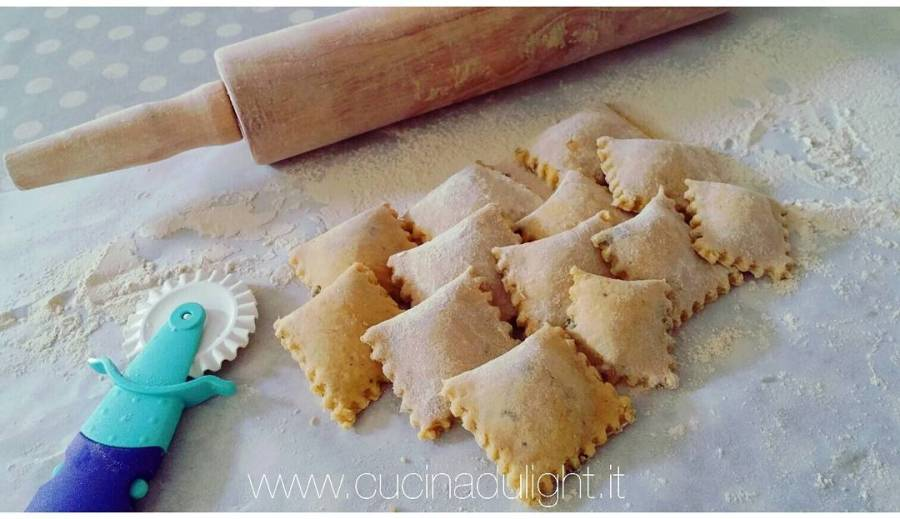 #dulight #video #videoricette #youtube #youtubechannel #cucinadulight #ravioli #philadelphia #prosciutto #pasta #pastafresca #pastafrescaripiena #homemade #tibiona #myprotein #tupperware