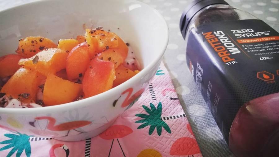 #merenda #afternoon #summercooking #yogurt #albicocche #apricot #syrup @theproteinworksitalia @theproteinworks #cacao #flamingo #tiger #pinkflamingo