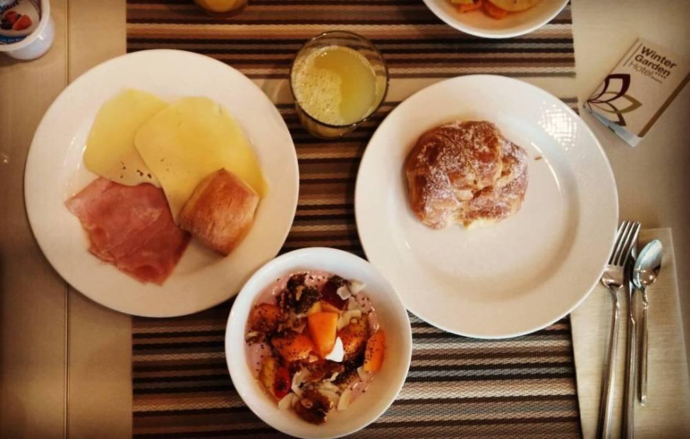 #breakfast #hotel #yogurt #fruttasecca #frutta #fruits #chiaseeds #bread #ham #edamer #brioche #succo #ananas #wintergarden #spa #dukan #diet #quartafase #cucinadulight