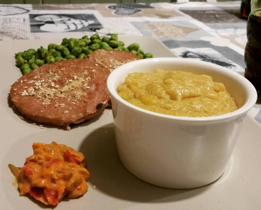 #dinner #cena #winter #dukan #diet #quartafase #wheightloss #newlife #chef #cheflife #lightfood #edamame #polenta di crusca #cetrioli #hamburger #lievitoalimentare #cucinadulight