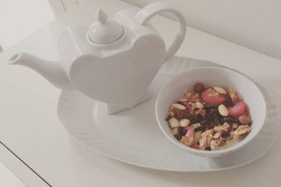 #breakfast #goodmorning #dukanitalia #dukan #diet #quartafase #yogurt #strawberries #apple #driedfruit #chocolate #cucinaproteica #chef #cheflife #cucinadulight