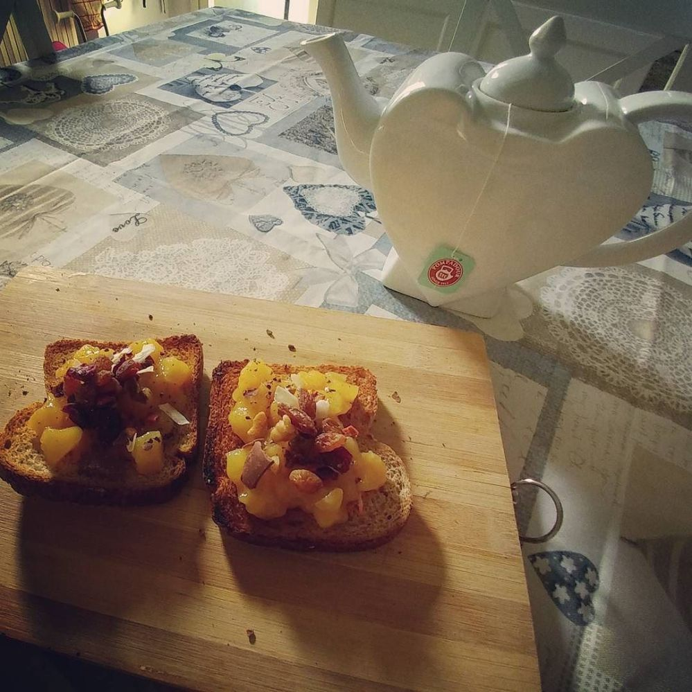 #morning #breakfast #tea #paneintegrale #panetostato #mela #arancia #cannella #mousse #fruttasecca #lightfood #diet #dukan #quartafase #cucinaproteica #cucinadulight