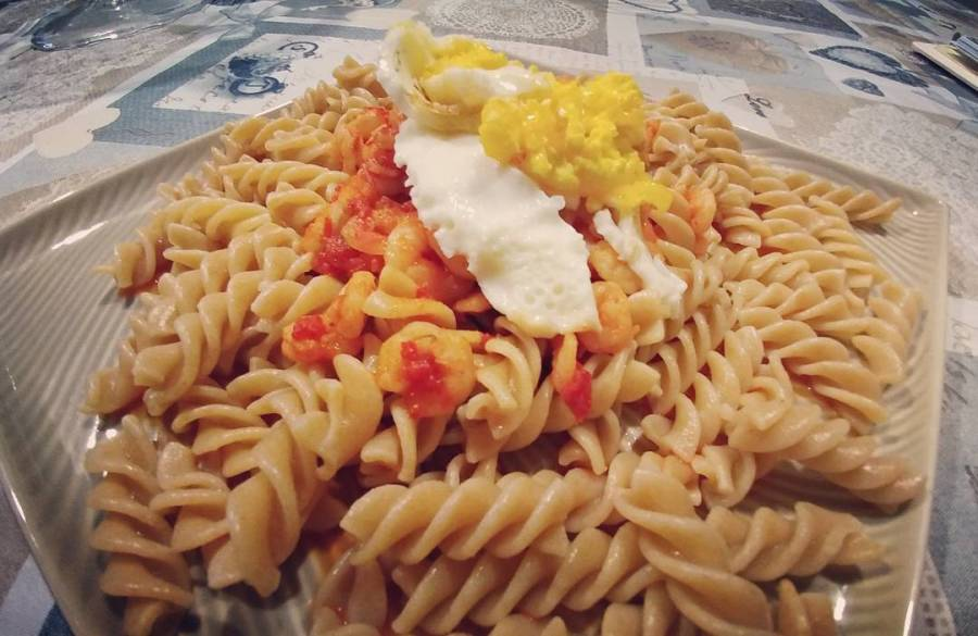 Quando si sta col crucco si impara a crucchettare! #pasta #penne #integrale #uovo #gamberetti #ajvar #slovenia #dinner #dukan #diet #quartafase #light #lightfood #protein #fitness #fitfood #highprotein #lowfat#cucinaproteica #cucinadulight