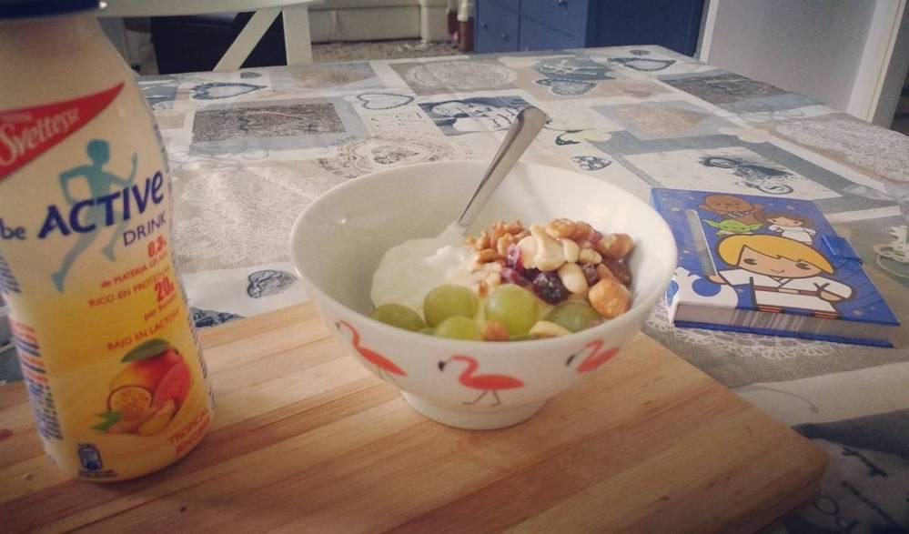#morning #breakfast #yogurt #greco #active #tropicale #uva #fruttasecca #dukan #diet #quartafase #weightloss #lightfood #fitness #highprotein #pinkflamingo #starwars #diary